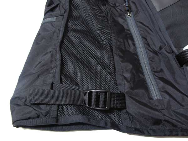 The North Face - Powder Guide Vest サイドアジャスタブルベルト